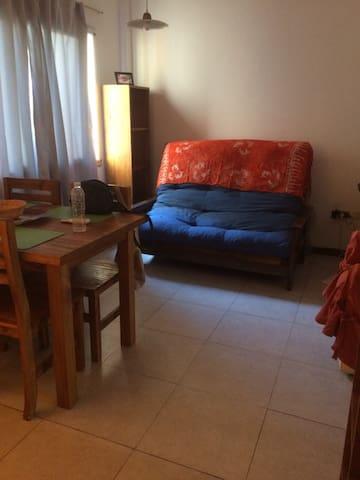 Apartamento luminoso equipado y cómodo.