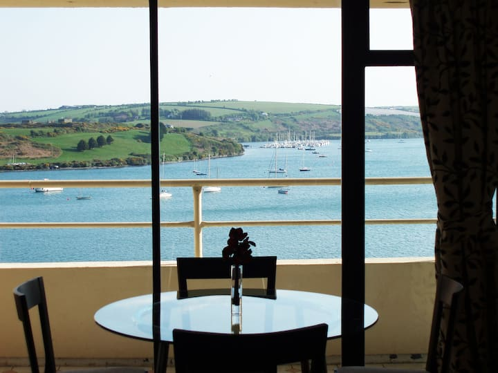 Kinsale, 2 Bed apartment, great sea views, parking
