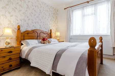 Cockfosters, North London: Deluxe Double Room