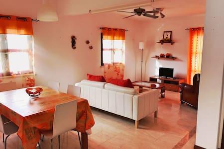 Wonderfull 2 bedroom house with pool near beach - Albufeira - Hus