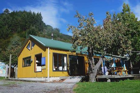 Artists House Marlborough Sounds - Ngakuta Bay - Haus