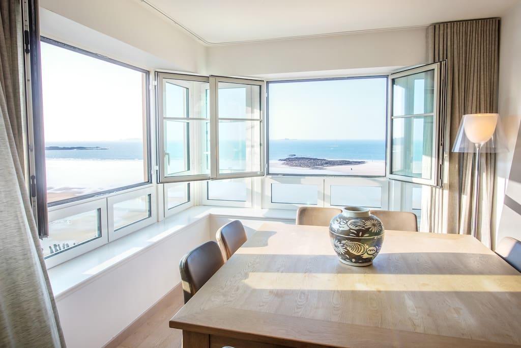 Salon-séjour vue sur mer