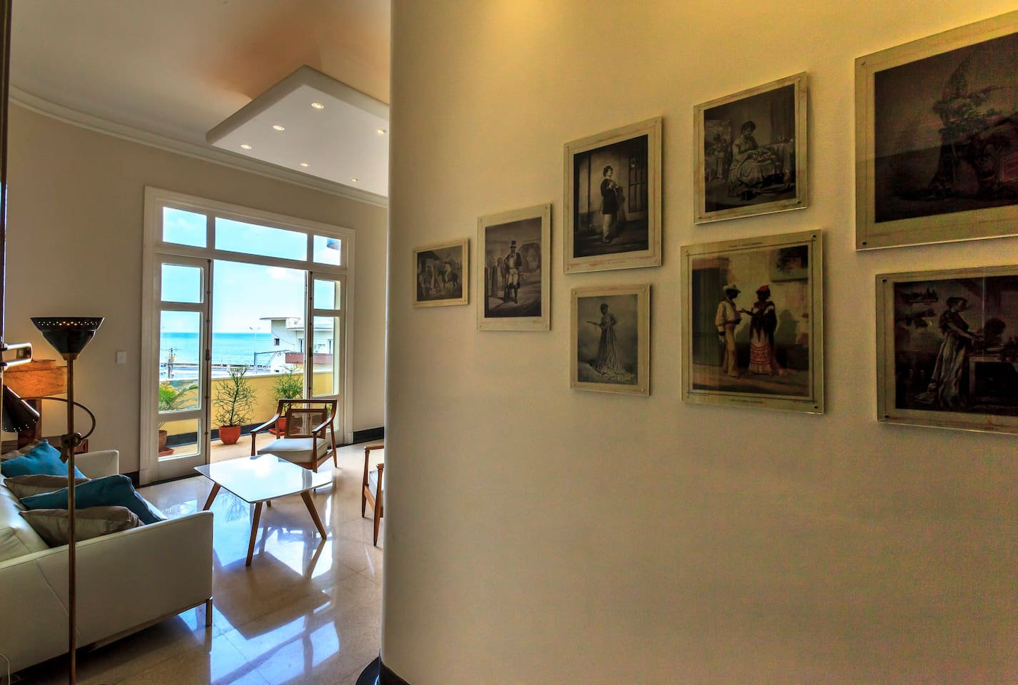 This is the view from the entrance. You can clearly see the ocean and malecon as you enter the apartment