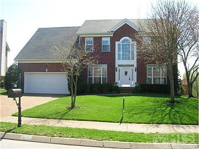 Clean and Spacious, Safe & Close to Everything! - Franklin - House