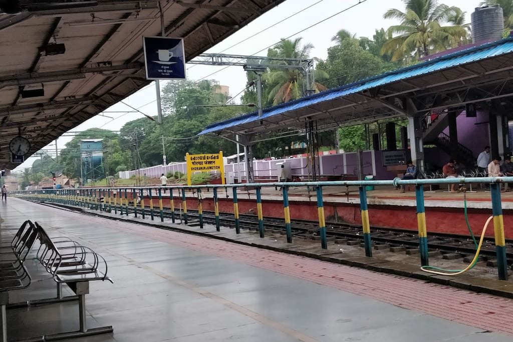 Shoranur junction.. nearest railway station (5kms away)...