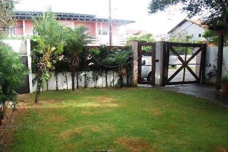 Aluguel Bombinhas, casa alto padrão 50mts mar - Bombinhas
