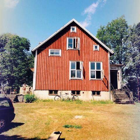 Unique old school close to nature - Östaröd - Hus
