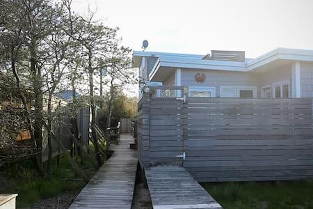 Fire Island Cottages - Unit 2, 1BR - Ocean Beach - 度假屋