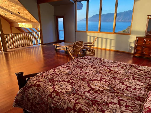 King range and the pacific view from the bed!
