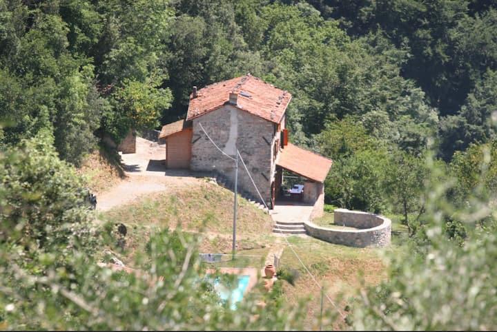 Private Rustic Villa with Pool, F di Barga Tuscany
