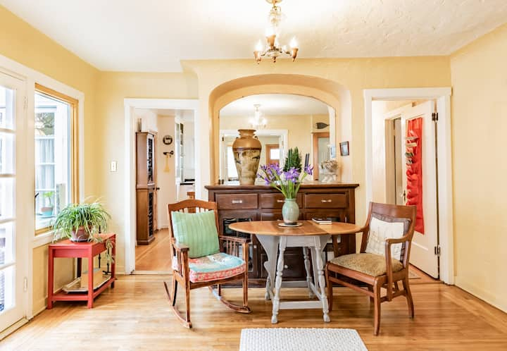 Cozy & Sunny 2-bedroom cottage in Seabright