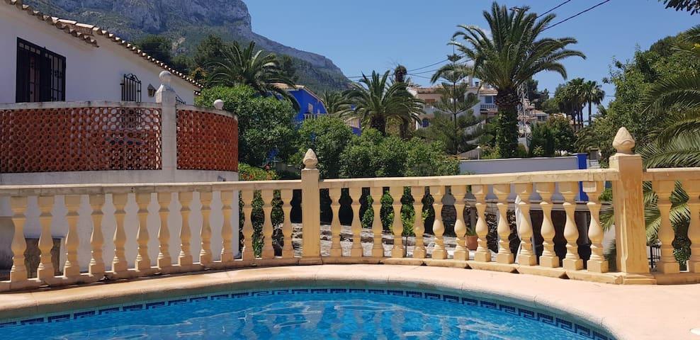 Villa 6pers avec piscine privée à 2km de la mer