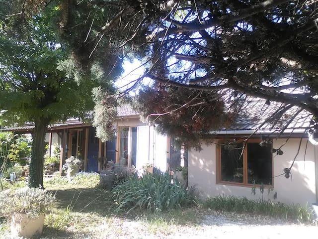 Studio indépendant dans une maison - Saint-Priest - House
