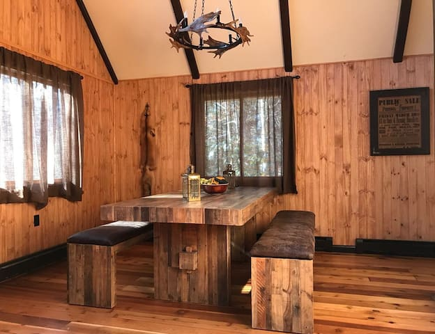 Chic Chalet in Pocono Pines!