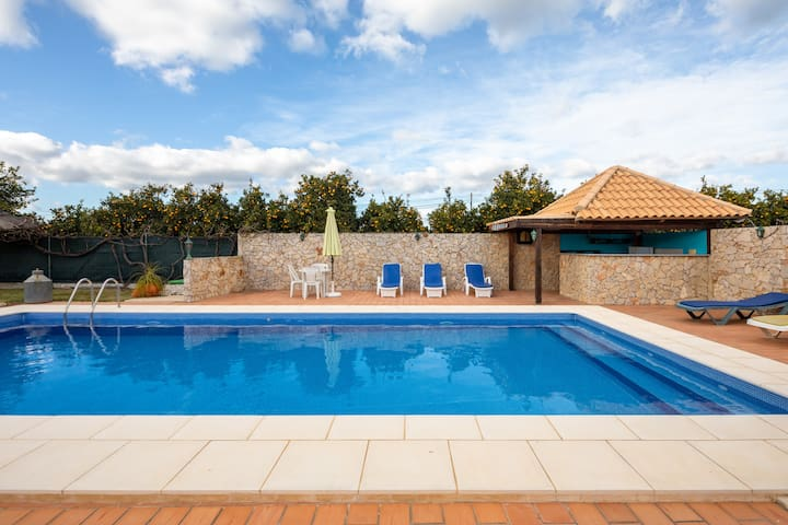 (1)Country Villa, Pool, Cabana, BBQ, 7km to Centre