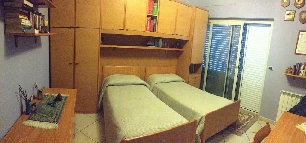 camera arredata con due posti letto - Piazza Armerina - Apartamento
