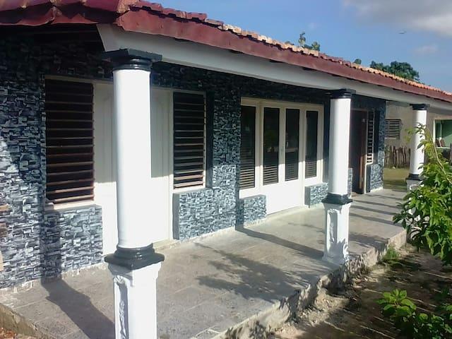 Villa Azul: Cena, desayuno y  Room.