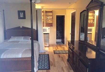 Delray Master Suite with Hotel Amenities - Delray Beach