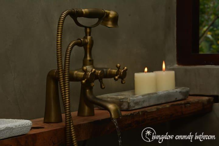 Bungalow Ameliya bathroom - hot water, modern fixtures and antique details...