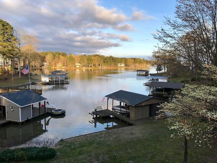 Relaxing Lake Gaston Getaway