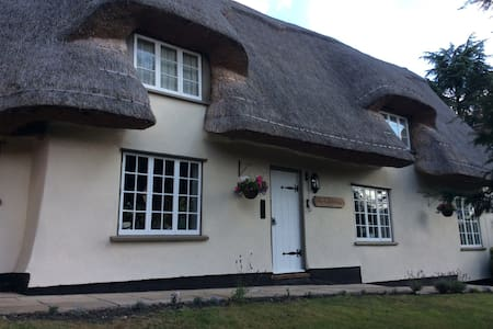 B&B in beautiful thatched cottage - Withersfield - Bed & Breakfast