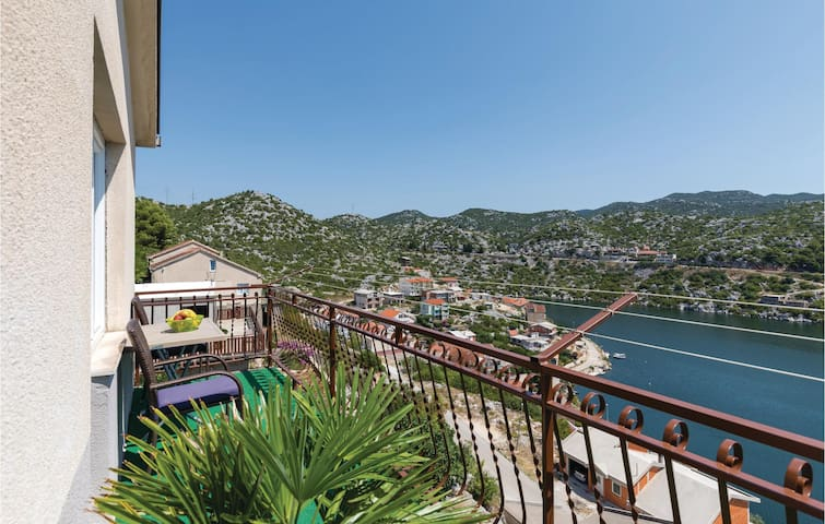 Holiday apartment with 3 bedrooms on 114m² in Ploce