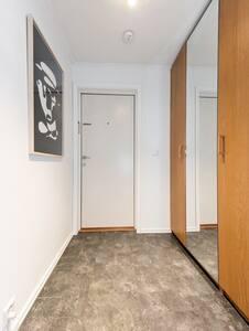 Apartment in Sandvika w/balcony, 16 mins from Oslo