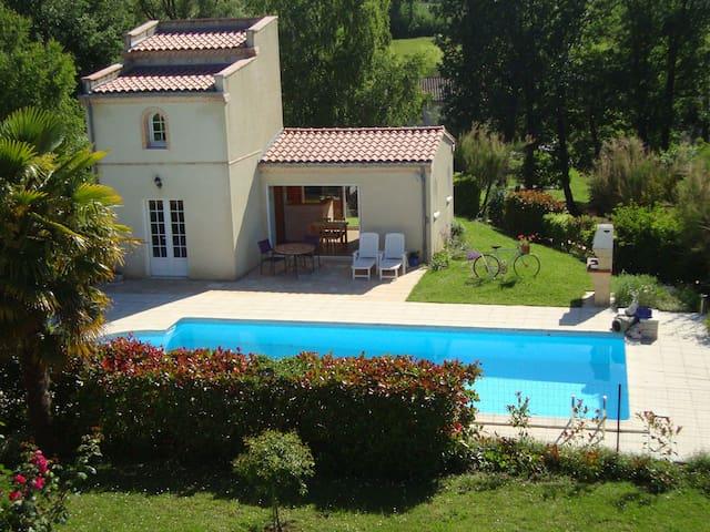 Gîte rural (3 épis) avec piscine à 5 mn d'ALBI