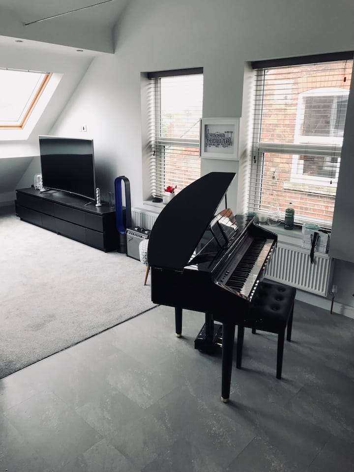 Beautiful Loft Apartment in Trendy West Didsbury