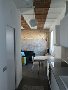 Totally renovated (in 2014) 1 bedroom, 1 livingroom penthouse in the upper part of Barcelona, San Gervasy next to the Metro Station Padua.  Nordic Style fully equipped with a lovely terrace with view to Tibidabo. Dishwasher, heating, aircon, Wifi.