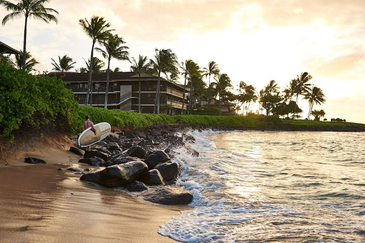 Romantic Oceanview Suite at Stunning Beachfront Resort with Lava Rock Hot Tub & Pool
