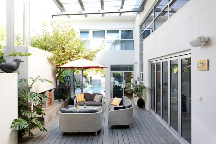 Villa Mondrian - Absolute Beachside Luxury