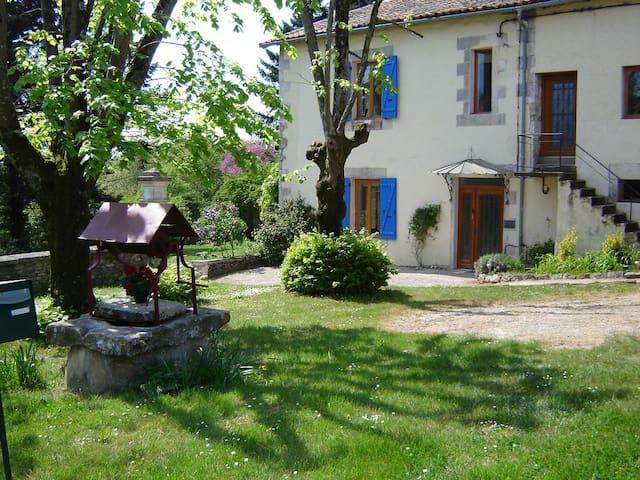 Courtyard Gite & Garden Overlooking Charente River