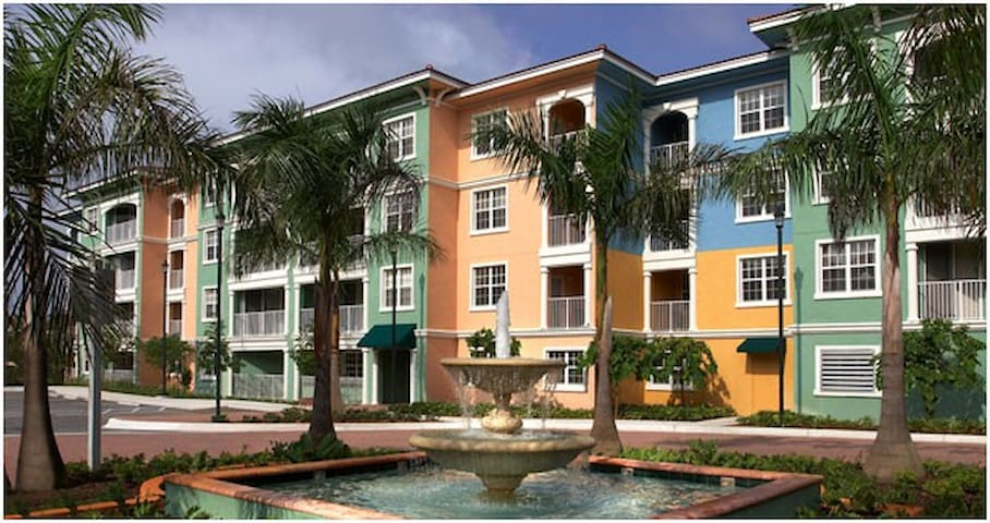 Mizner Place at Weston Town Center: 2-BR, Sleeps 8