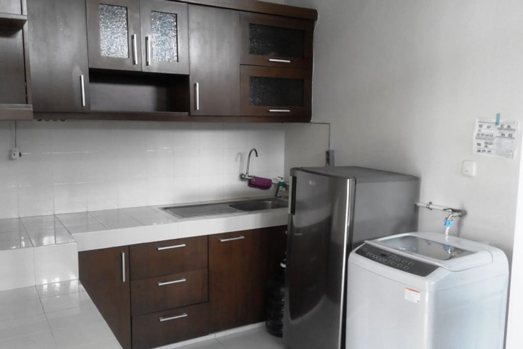 Kitchen set dengan mesin cuci pakaian