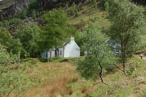 Garbhein Cottage, a highland retreat near Glencoe