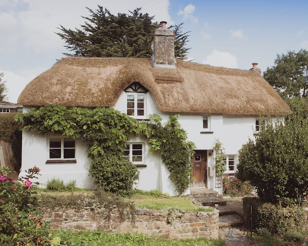 Luxury Grade II Thatched Cottage with Cinema Room