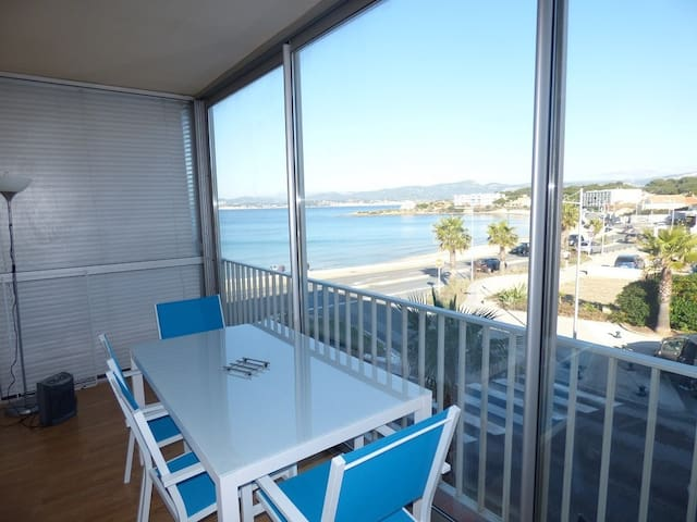 Beautiful apartment T2 with sea view. Beaches, shops and restaurants on foot.