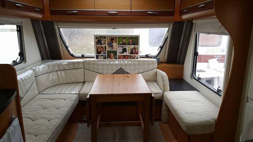 Expérience unique en caravane . - Laudun-l'Ardoise - Kamp Karavanı/Karavan