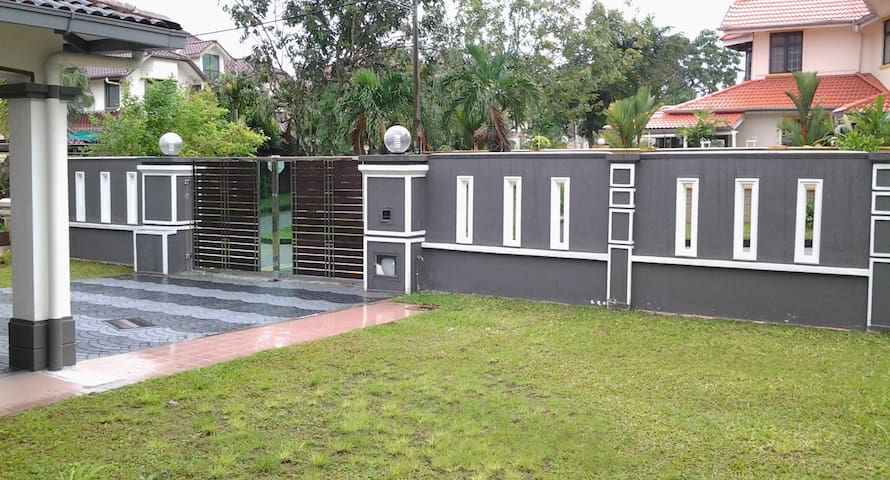 Huge car par space available & garden - 24hrs gated & guarded security