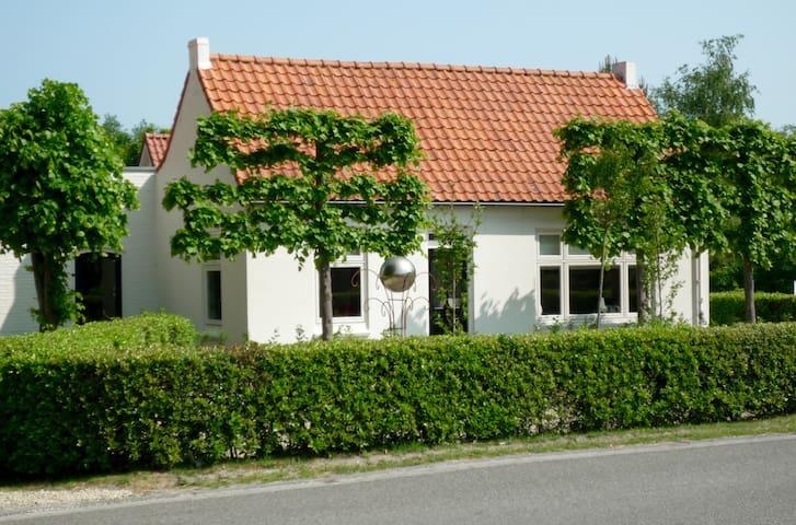 Super Ferienwohnung in Ouddorp mit garten - Ouddorp - Casa