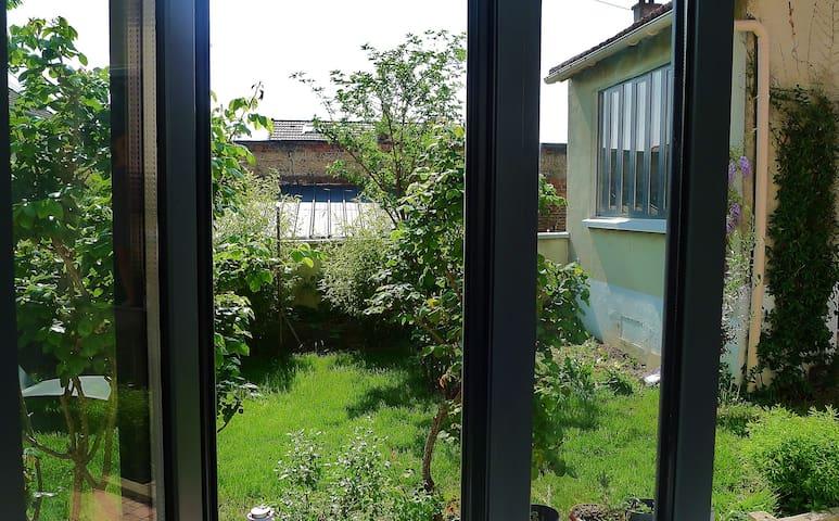 studio indépendant face au jardin