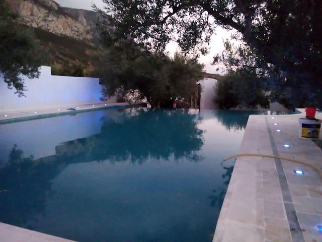 Villa de campagne avec piscine (Étage privé)