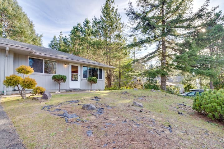 Family and dog-friendly home right in town w/ golf course views & beach access