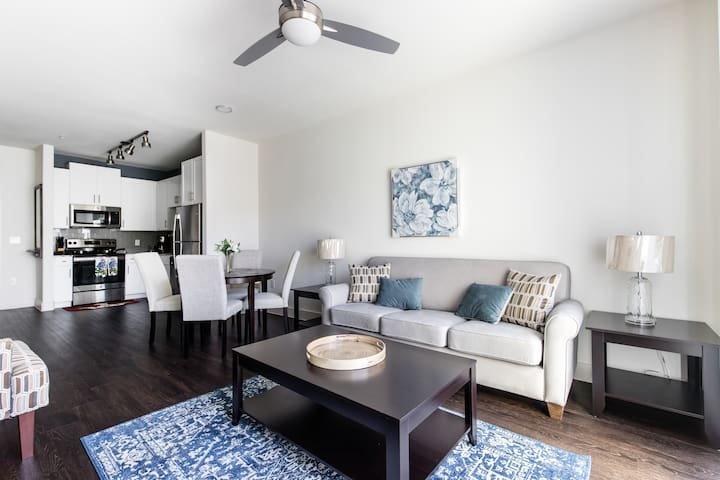 Bright 1BR apartment at Legacy West