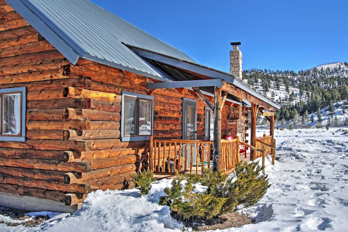 Celebrate the holidays at this vacation rental cabin!