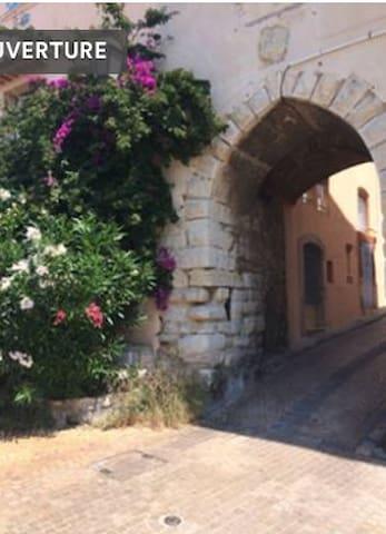 Studio de charme dans un beau village médiéval