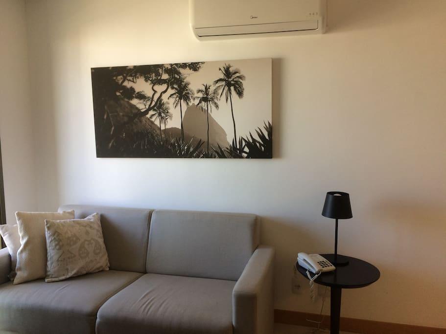 Sofá, sala, TV a cabo, ar condicionado split