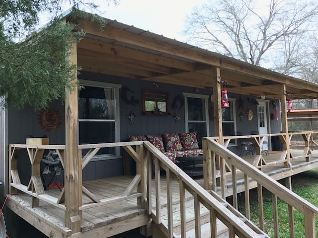 DND Cabin, cozy getaway in the woods of East Texas