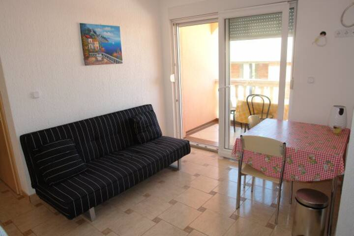 APARTMENT 3 (one minute walk to the beach)